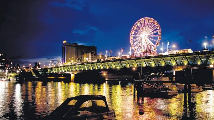 Eröffnung: Im Juni 2007 wurde die Nordtangente mit dem Wahrzeichen Dreirosenbrücke dem Verkehr übergeben. Dies wurde mit einem dreitägigen Fest gefeiert.  mz-Archiv