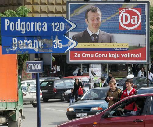 2006: Politwerbung für die Unabhängigkeit Montenegros mit Dejan Savicevic, in Bijelo Polje, ca. 120 km von der Hauptstadt Podgorica entfernt. (AP Photo/Srdjan Ilic)