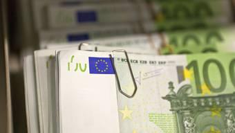 Bündel mit Euro-Banknoten
