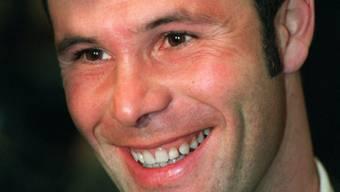 Der belgische Fussball-Profi Jean-Marc Bosman lächelte 1997 vor der Urteilsverkündung noch. Heute würde er nicht mehr klagen