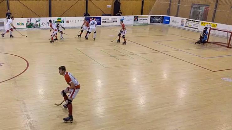 Szene aus dem NLA-Rollhockey-Spiel zwischen Thunerstern und Diessbach.