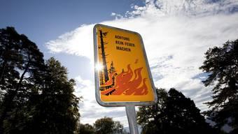 Mit den warmen Temperaturen steigt auch die Waldbrandgefahr in einigen Regionen der Schweiz. (Symbolbild)