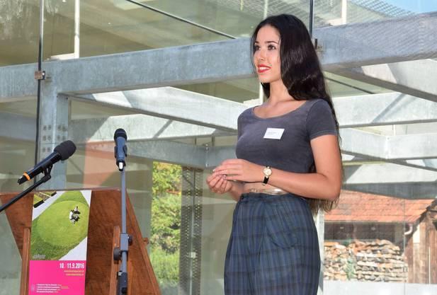 Miss Schweiz Lauriane Sallin spricht zum Thema kulturelles Erbe