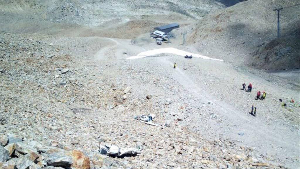 Absturzstelle bei der Bergstation der Diavolezza-Bahn: Der Pilot und zwei Jugendliche kamen ums Leben.
