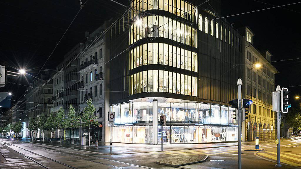 Solche «Festbeleuchtungen» machen den Nachttieren das Leben weitherum schwer: Bürogebäude in Zürich. (Archivbild)