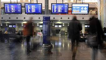 Gestrandete Passagiere am Euro-Airport