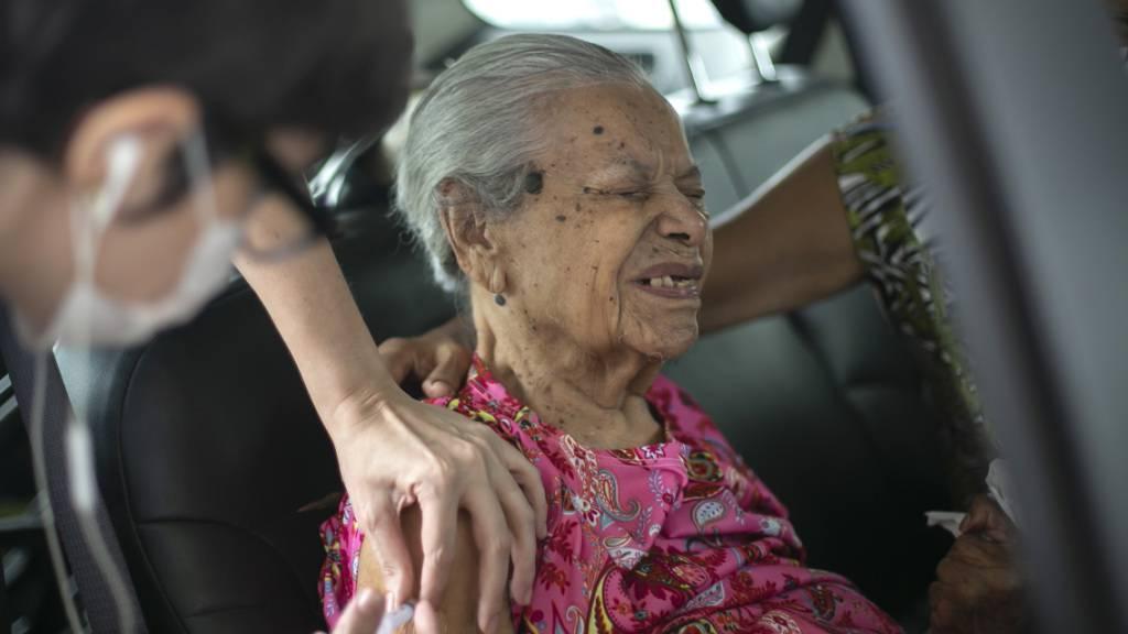 Sambodrom in Rio de Janeiro wird Drive-thru-Impfzentrum für Ältere