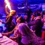 Die Raiffeisen-Gäste bekamen im Zirkuszelt unter anderem eine Feuer-Show geboten. Ingrid Arndt