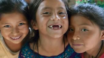 Diese drei Mädchen in Appedimini (Guatemala) konnten von einem Bildungsprojekt der Stiftung Kinderdorf Pestalozzi profitieren.