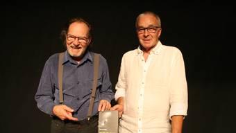Martin Willi (rechts) mit Lektor Manu Gehriger vom Münsterverlag an der Buchvernissage in der Kulturschüür.