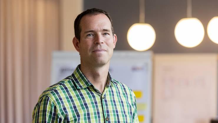 Guido Santner vom Verein IngCH organisiert die Technik- und Informatikwochen für Kanti-Schüler in der ganzen Schweiz. «Es macht Spass, mit Jugendlichen zu arbeiten und die beiden Welten, die Schulen und die Firmen, zu vereinen», sagt der 47-Jährige.