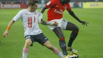 Zweikampf zwischen Mathieu Debuchy (Lille/links) und PSG-Sakho.