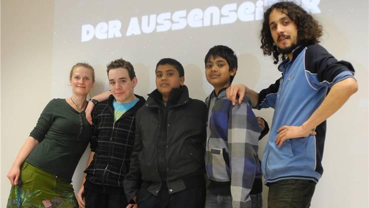 Regisseur Aswin Sritharan (Mitte) und seine Crew bei der Premiere.