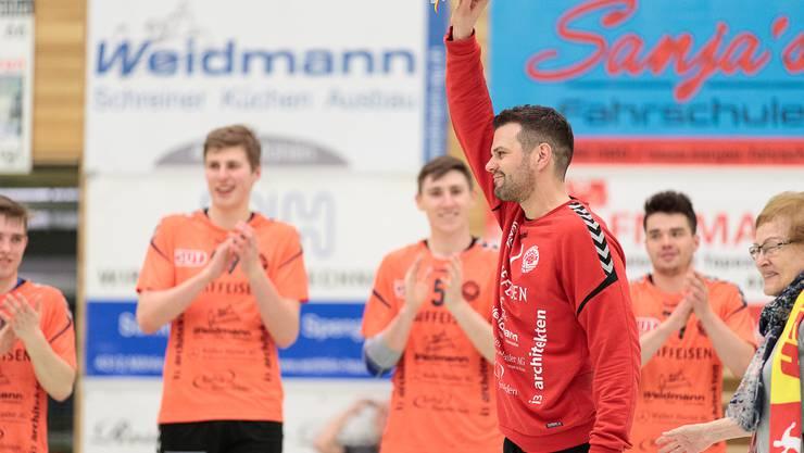 Die Spieler des TV Möhlin bejubeln ihren 30:28 Sieg.