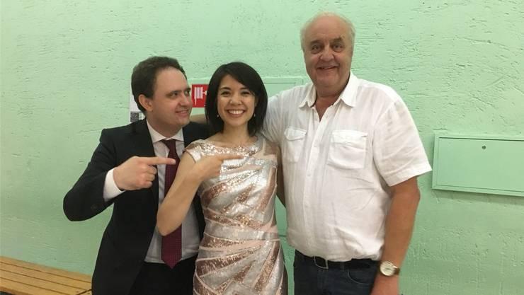 Das Star-Duo Paolo Alderighi und Stephanie Trick und Hans Karrer.