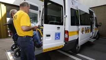Beide Basel dürfen selber entscheiden, wie viel Geld sie dem Behindertentransport bereitstellen. (Archiv)