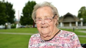 Josefine Winkler hatte sich eigentlich damit abgefunden, blind zu sein. Seit kurzem aber kann sie wieder sehen. Und was sie sieht, macht ihr manchmal Sorgen.