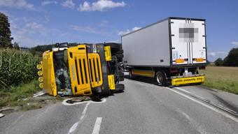 Gunzgen: Lastwagen kippt nach Selbstunfall