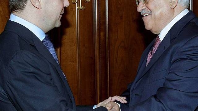 Medwedew begrüsst Abbas in Moskau