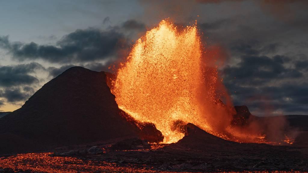 Du wolltest schon immer einmal in einen Vulkan hineinschauen?