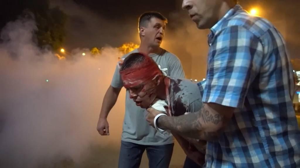 Blutige Ausschreitungen und Oppositionelle verlässt das Land