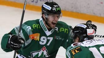 Adrian Brunner und Cédric Schneuwly bejubeln den 2:3-Anschlusstreffer.
