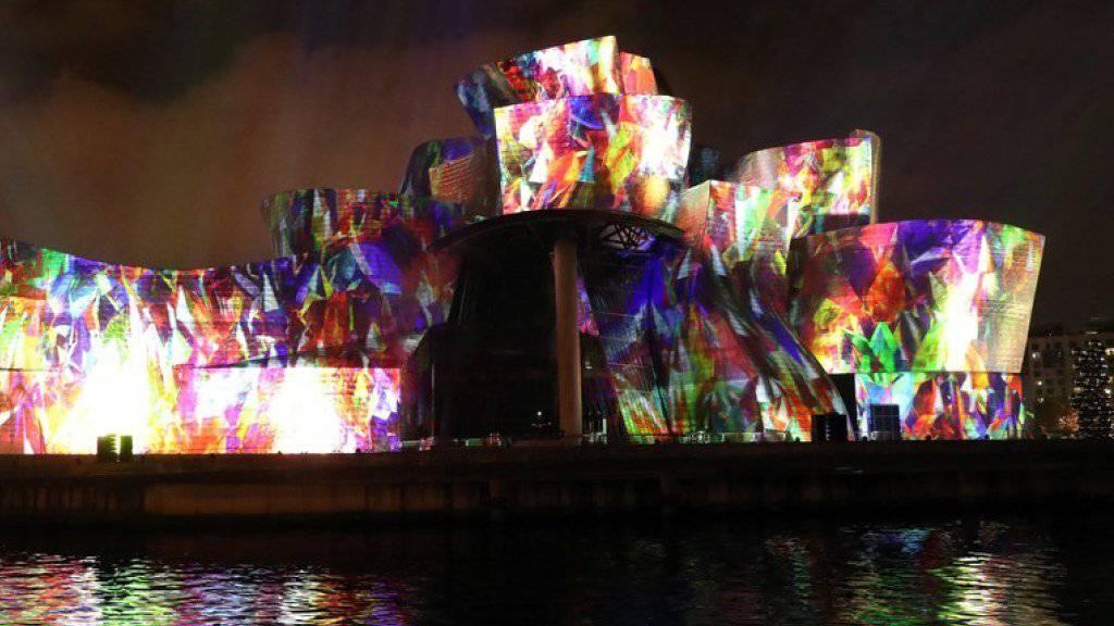 Das Guggenheim-Museum in Bilbao feiert seinen 20. Geburtstag neben Sonderausstellungen mit einer spektakulären Lichtschau.