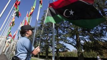 Die libysche Flagge vor dem UNO-Gebäude in Genf (Archiv)