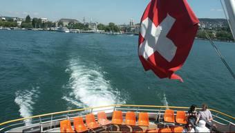Zürichsee, Schiff, Schifffahrt, Schweizer Fahne, Boot, See, Wasser / cse