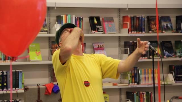 Der Clown Enrique Sáenz in Action am 40. Jubiläum der Bibliothek Schlieren