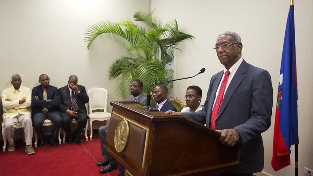 Der Leiter er Untersuchungskommission François Benoit verlangt Neuwahlen für Haiti.