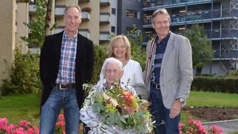 Willi Amsler konnte auch Gratulationen von Vizeammann Lukas Fässler (l.) entgegennehmen.