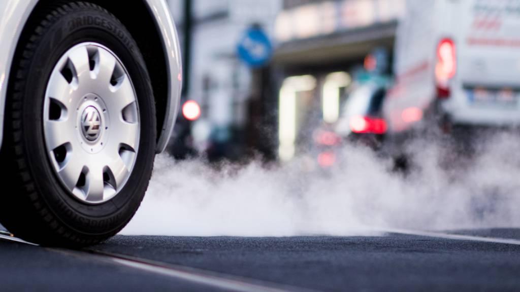 Der VW-Konzern liegt beim durchschnittlichen CO2-Ausstoss pro Auto noch immer über dem Zielwert der EU. (Archivbild)