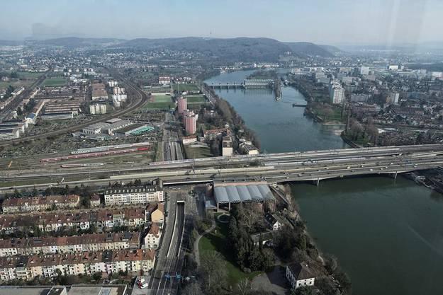 Der Ausblick aus dem 38. Stock in Richtung Schwarzwaldbrücke.