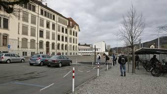 Erneuter Anlauf: Die Reinacher stimmen über die Platzgestaltung beim Centralschulhaus ab. (Peter Siegrist)