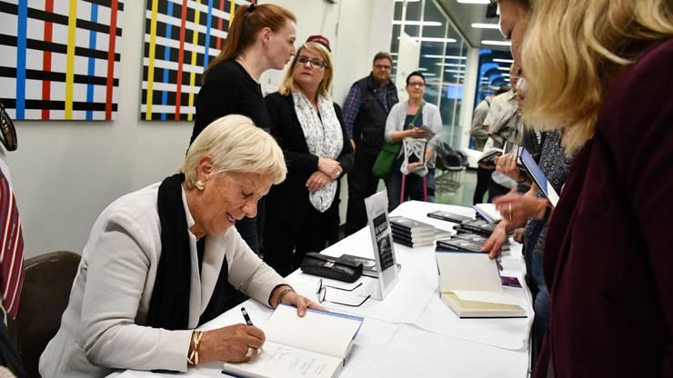 Die Ex-UNO-Chefanklägerin nahm sich Zeit für Autogramme und Fotos.