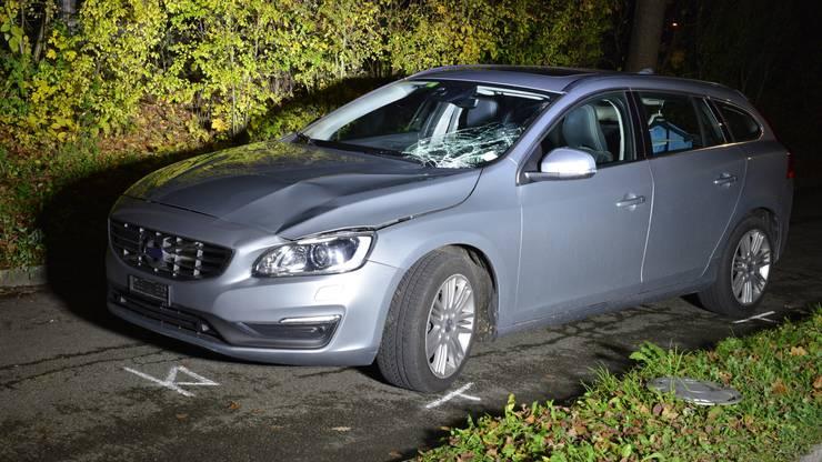 Ein 80-jähriger Autofahrer hat in Lenzburg eine junge Frau angefahren und dadurch getötet.
