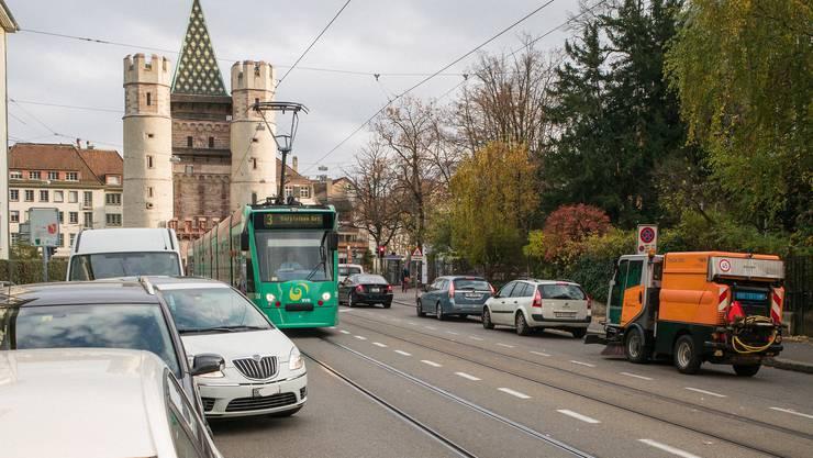 Der Kanton Baselland verkleinert seinen Beitrag an den öffentlichen Verkehr in der Stadt. (Archiv)