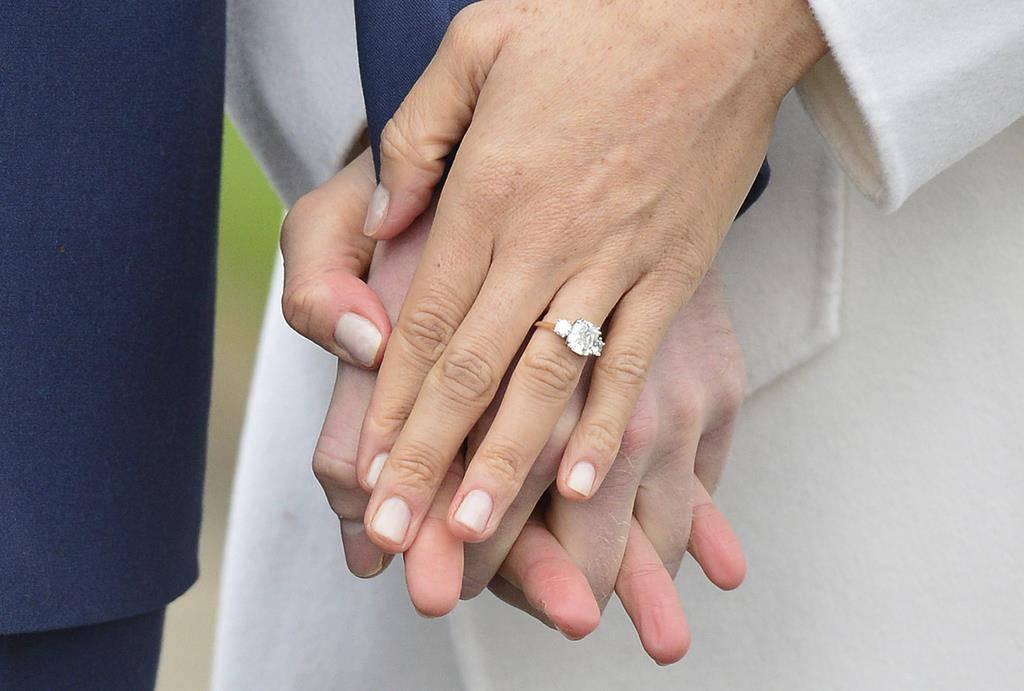 Auch der Diamantring an Meghans Finger strahlte. (© Keystone)