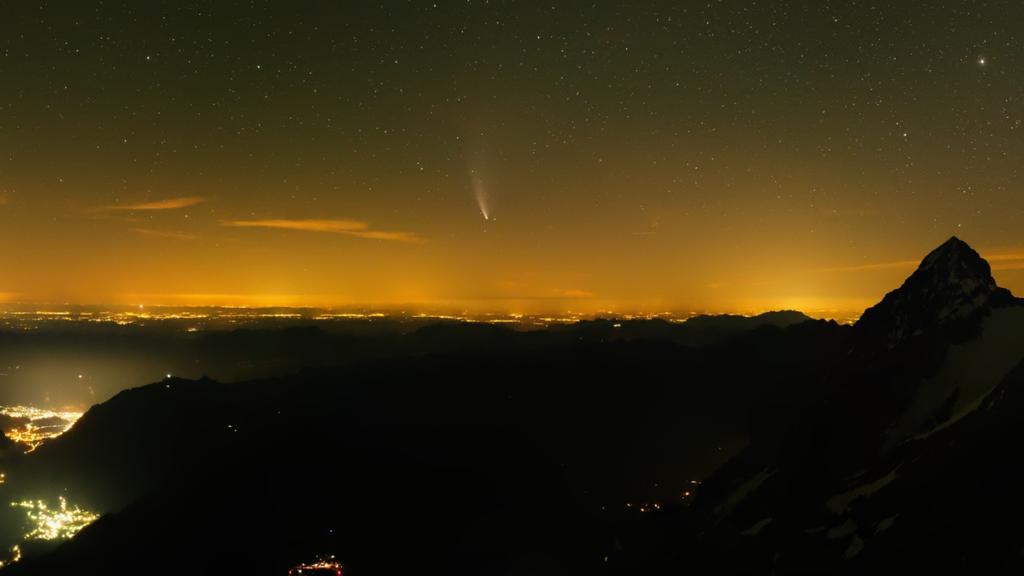 Komet Neowise mit blossem Auge sichtbar