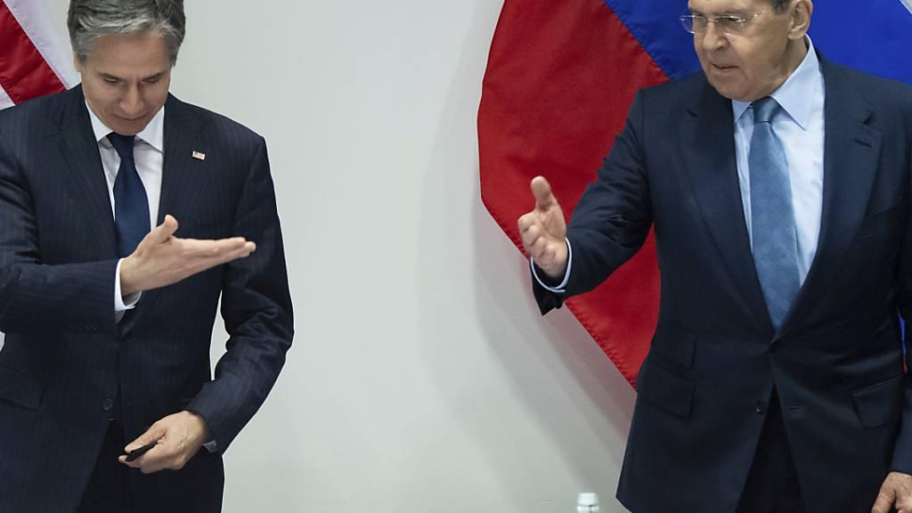 US-Außenminister Antony Blinken (l) und der russische Außenminister Sergej Lawrow bei einem Treffen des Arktischen Rates. Foto: Saul Loeb/Pool AFP via AP/dpa