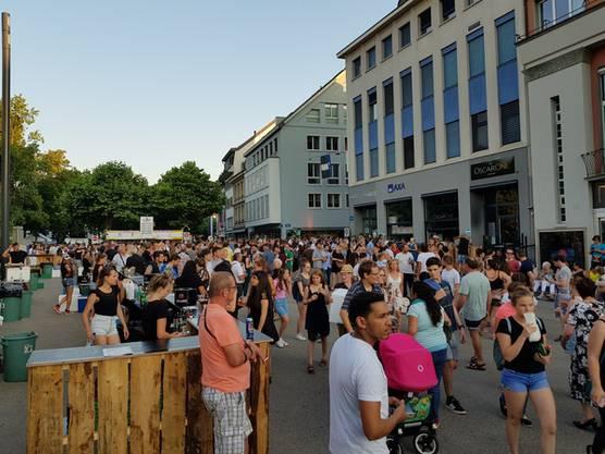 Auf dem Schlossplatz finden Konzerte statt - Platz genug für einen Heli hat es bestimmt