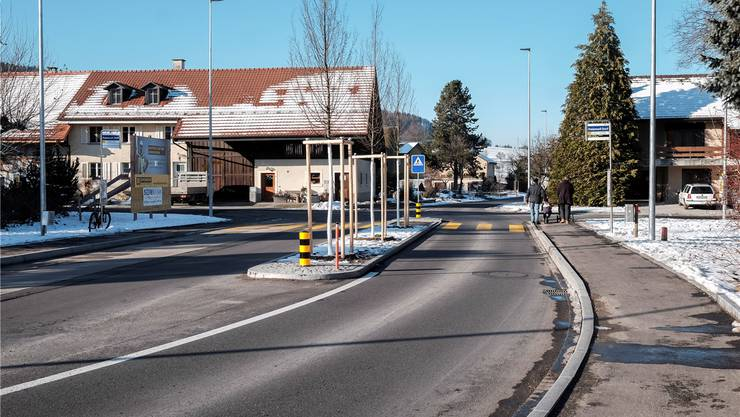 Freienwiler Zentrum: Die Hauptstrasse trennt das Dorf. Der Gemeinderat plant nun eine Neugestaltung. Mario Heller