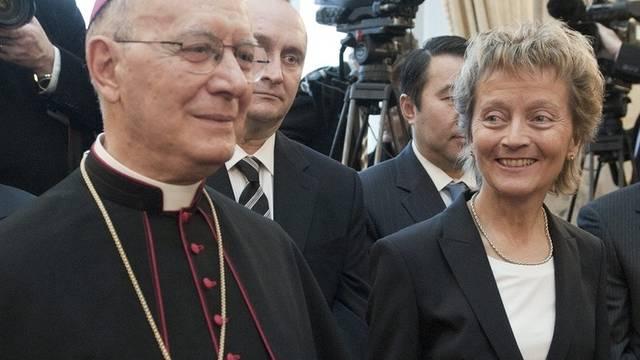 Monsignore Diego Causero und Bundespräsidentin Eveline Widmer-Schlumpf