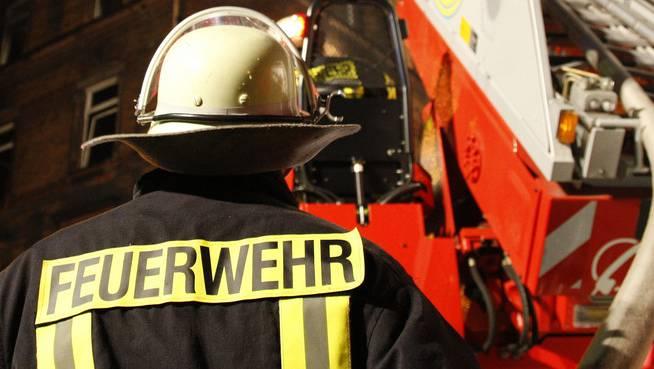 Beim Einsatz wurden 17 Rettungskräfte leicht verletzt. (Symbolbild)