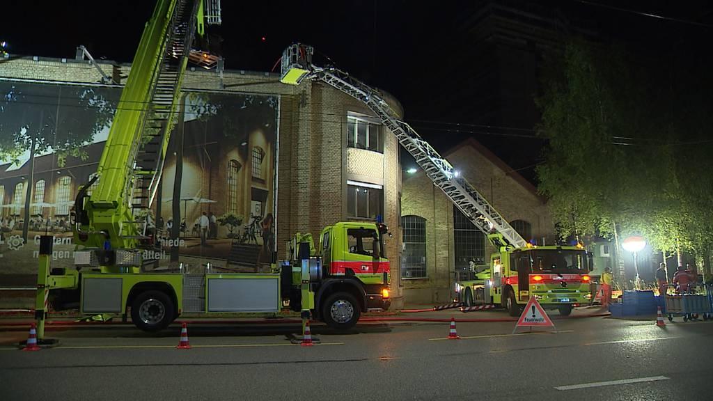 Grosseinsatz in Winterthur: Dachbrand auf Fabrikgebäude ausgebrochen