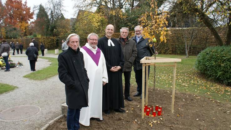 von links: Marc Wirth (Gärtnermeister), Thomas Faas (kath. Gemeindeleiter), Rolf Weber (reformierter Pfarrer), Urs Gaschen (Präsident der Werkkommission), Jürg Nussbaumer (Gemeinderat)