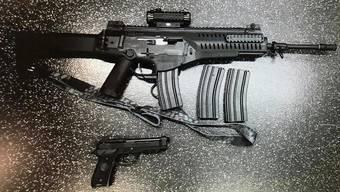 Selbst für Polizisten sind Soft-Air- und andere Imitationswaffen nicht von echten Waffen zu unterscheiden.