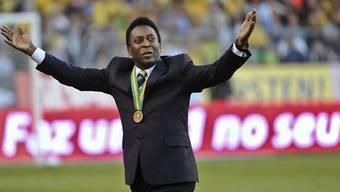 Die brasilianische Fussball-Legende Pelé ist zur Behandlung in ein Pariser Spital eingeliefert worden. Pelé war zu PR-Zwecken in Paris und traf dabei auch den französischen Nationalspieler Kylian Mbappé. (Archivbild)