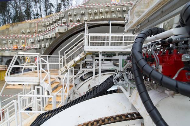 Tunnelbohrmaschine S-947 (TBM) steht bereit für die Andrehfeier